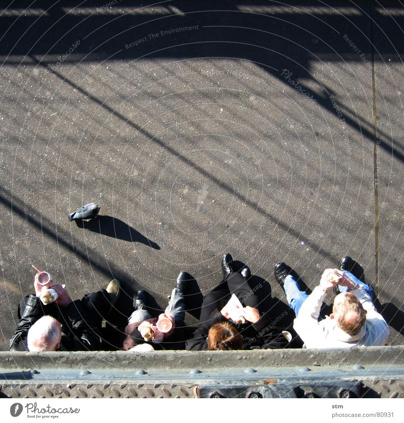 Woman Human being Man Nutrition Observe Paris Steel Picnic Tourist Pigeon Sightseeing Lunch Meal Snack Midday Bird's-eye view
