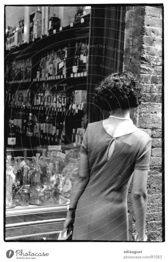 Woman Back Shopping Italy Store premises Alcoholic drinks