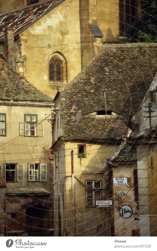 Sibiu / Sibiu I Romania Siebenbürgen Europe Culture Building Roof Town Street sign Window Middle Window board Manmade structures Occident 2007 Historic