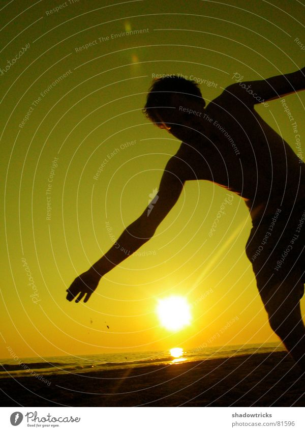 THE SUN TO THE SIDE Back-light Jump Clouds Red Green Yellow Joie de vivre (Vitality) Posture Brazil Sunset Sunrise Gymnastics Well-being Healthy Easy Beach