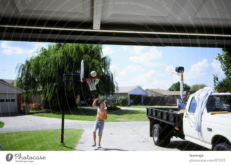 Street scene in America, suburb, basketball hoop Pick-up truck Basketball Basketball basket Americas USA Truck Grass Garage Garage door Rod Summer Playing
