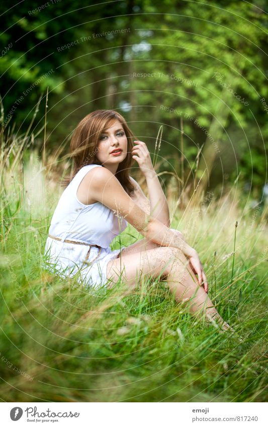 assise Feminine Young woman Youth (Young adults) 1 Human being 18 - 30 years Adults Environment Nature Meadow Beautiful Natural Green Sit Colour photo