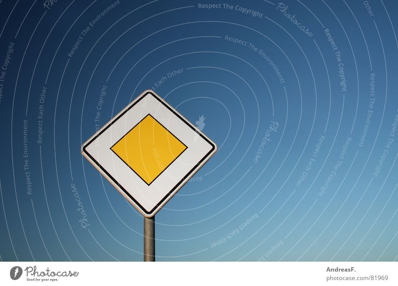 Sky Blue Yellow Freedom Lanes & trails Road traffic Signs and labeling Transport Motor vehicle Truck Highway Signage Main Vehicle Crossroads