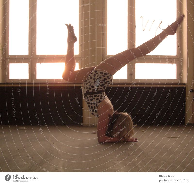 to touch Window Large Small Empty Speed Flexible Acrobatics Go crazy Rotate Woman Beautiful Brown Dark Light Strong Yellow Summer Physics Hot Direct Dress