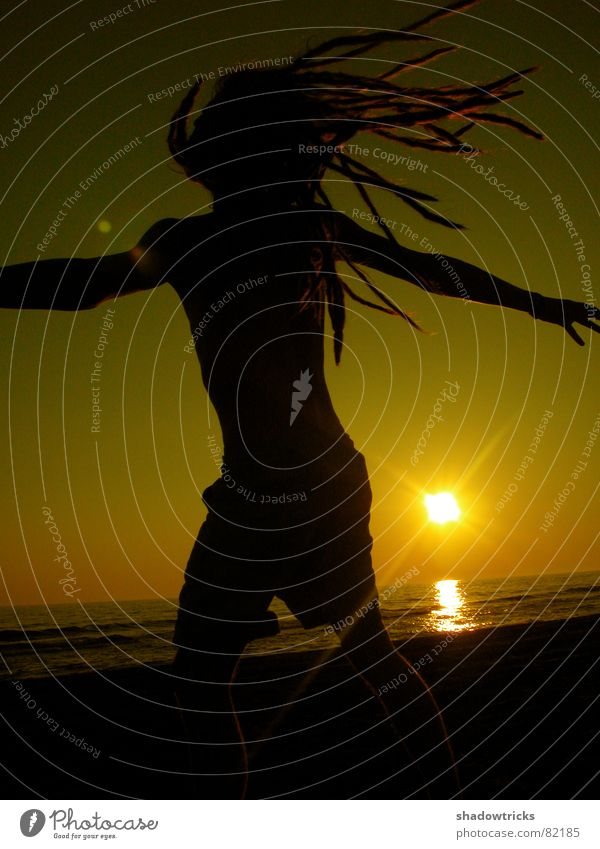 PAUL Kitsch Yellow Ocean Dreadlocks Hair and hairstyles Red Light Sunbeam Aperture Patch of light Calm Sensitive Black Back-light Silhouette Sunset Sunrise
