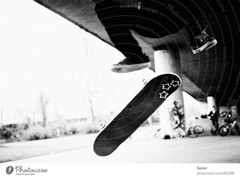 Youth (Young adults) Sports Jump Playing Footwear Flying Star (Symbol) Leisure and hobbies Skateboarding Loudspeaker Coil Hardcore Hop Salto Halfpipe