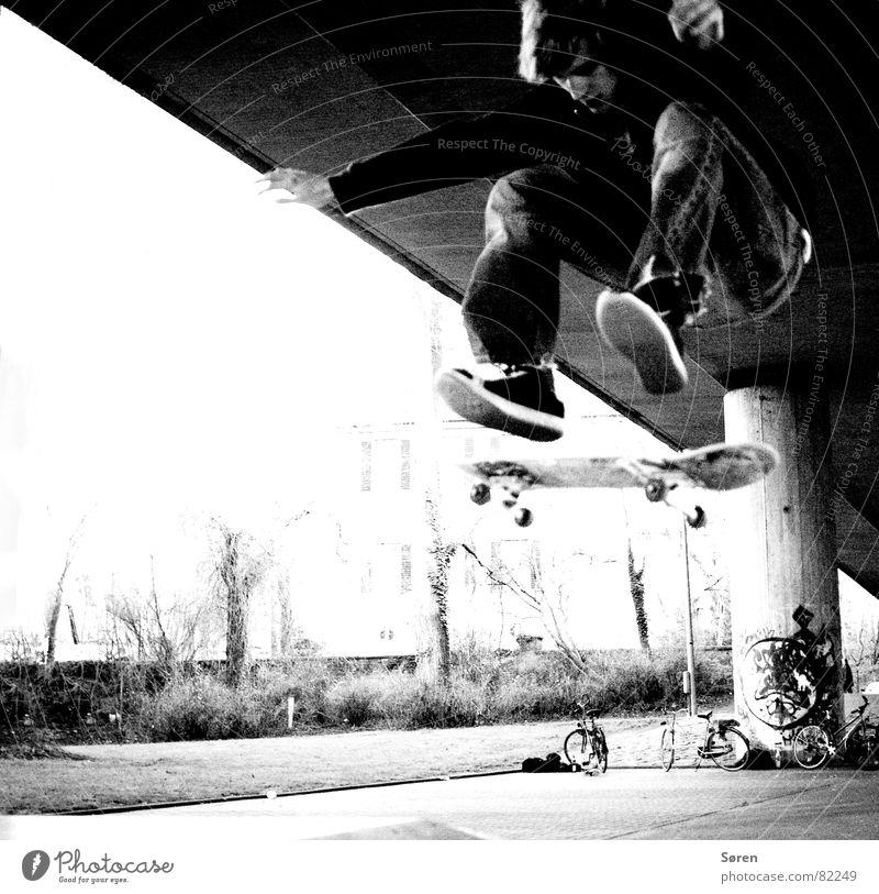 Youth (Young adults) Jump Footwear Flying Leisure and hobbies Skateboarding Skateboard Loudspeaker Human being Coil Hardcore Hop Salto Halfpipe Trick Music