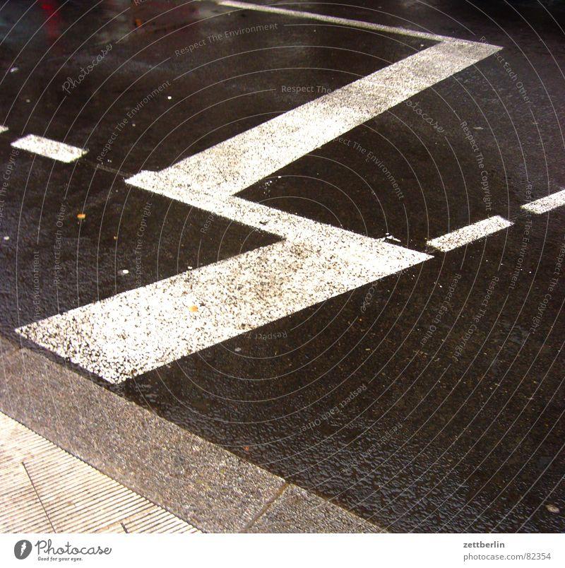 Black Dark Street Gray Transport Signage Asphalt Sidewalk Traffic infrastructure Pavement Tar Road traffic Curbside Decent Traffic lane Zigzag