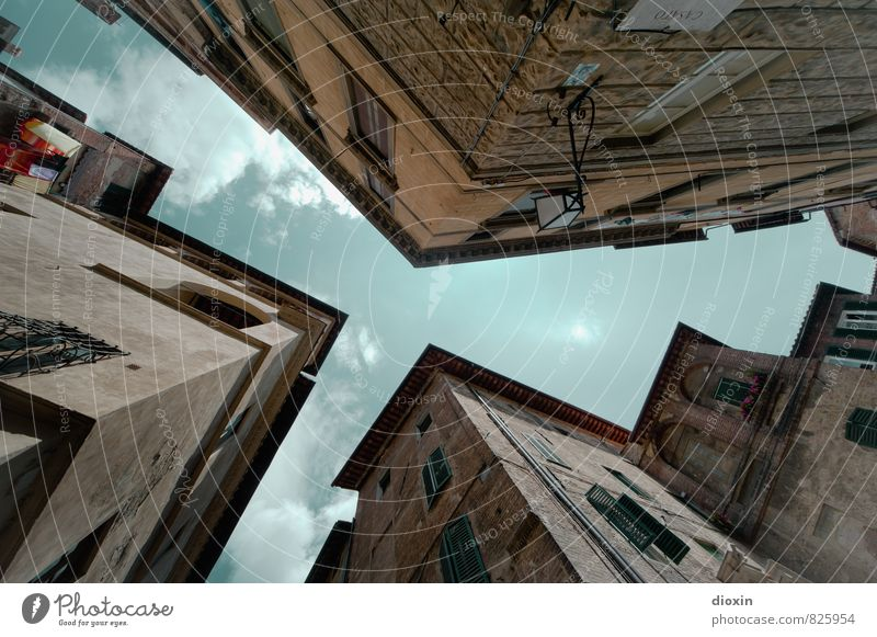 Sky Vacation & Travel City Summer Clouds House (Residential Structure) Window Wall (building) Architecture Building Wall (barrier) Facade Tourism Authentic Italy Manmade structures