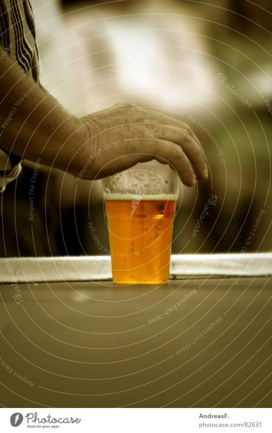 Man Hand Summer Cold Glass Masculine Beverage Drinking To hold on Protection Beer Gastronomy Fairs & Carnivals Alcoholic drinks Testing & Control Refreshment