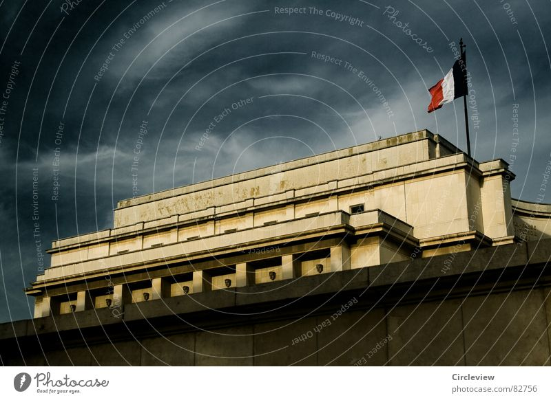palais de chaillot Palais de Chaillot Paris Clouds Art Dark Exciting Alarming Eerie Moody Tourist Tourism Town Flair Threat Creepy Sky France Fantastic Historic