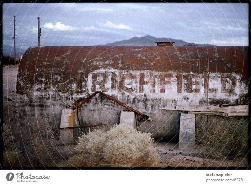 Old Loneliness Broken Desert Thin Dry Rust Dusk Drought Badlands Tank Remote California Damage Scrap metal Archaic