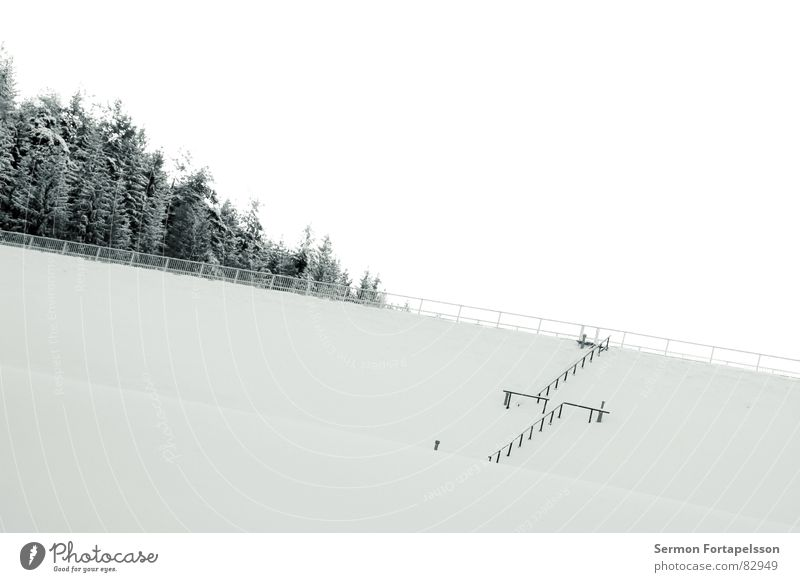 Sky Winter Calm Loneliness Cold Snow Wall (building) Wall (barrier) Ice Sleep Gloomy Frost Seasons Direct Handrail Barrier