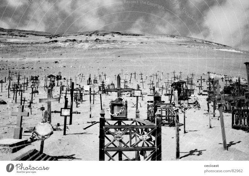 journey Wood flour Historic cross landmarks desert lonelyness cemetery death eternity heaven Bright Wind Sand shadow clouds