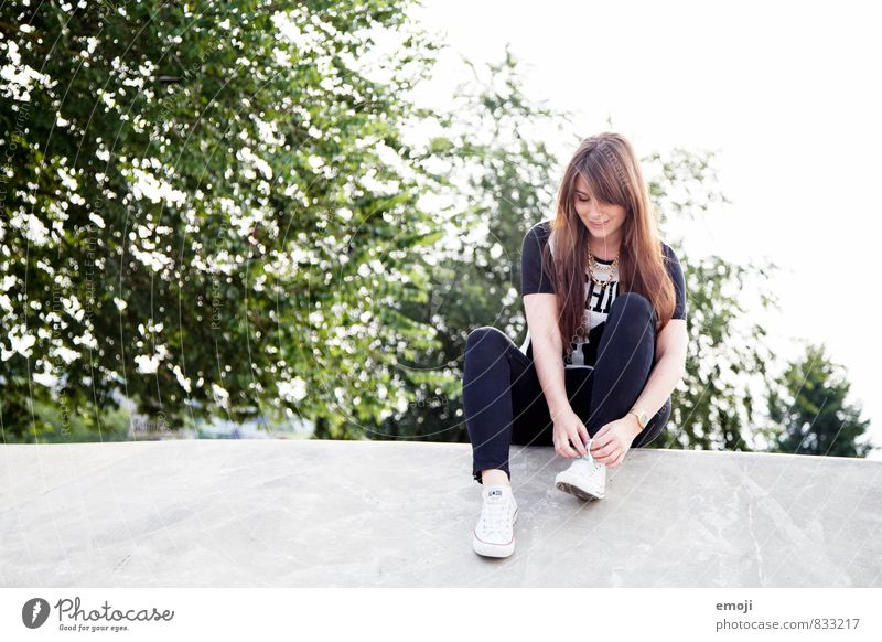 skater girl Leisure and hobbies Feminine Young woman Youth (Young adults) 1 Human being 18 - 30 years Adults Cool (slang) Youth culture Colour photo