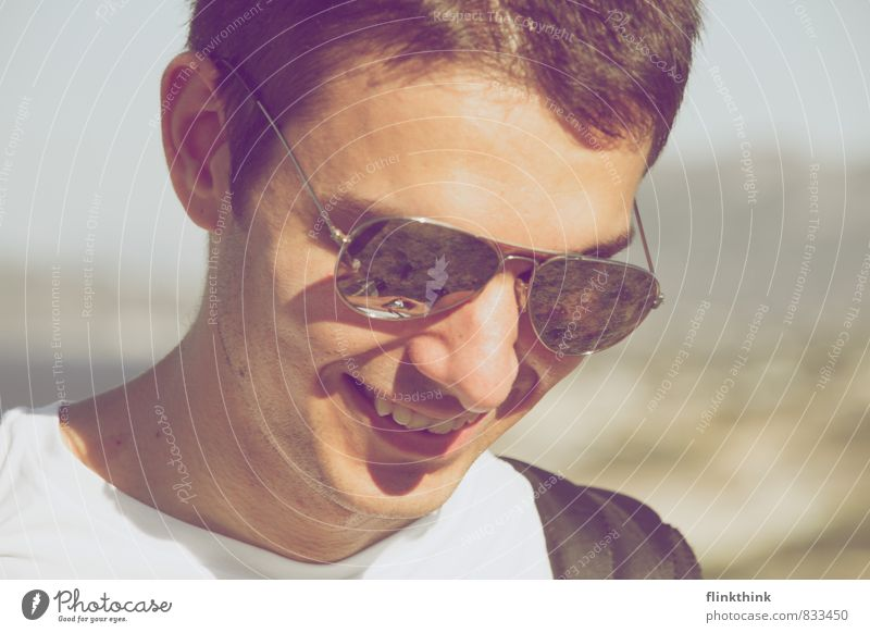 buzzer time Human being Masculine Young man Youth (Young adults) Adults Head 13 - 18 years Child 18 - 30 years Smiling Laughter Sunglasses Summer vacation