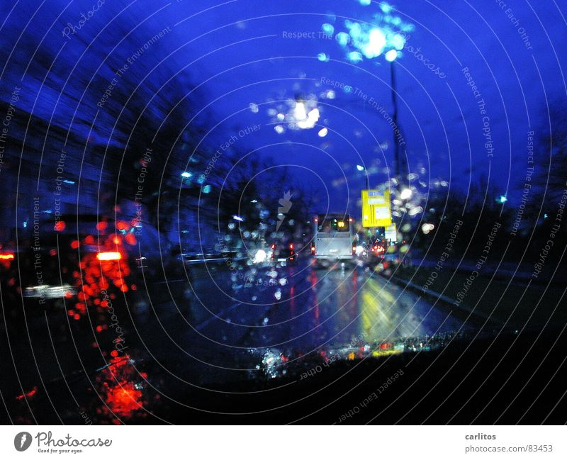 Street Rain Drops of water Lantern Motoring Street lighting Smoothness Bad weather Road traffic Vision Windscreen Right ahead Rush hour Road safety
