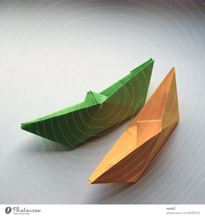 regatta Work of art Paper Collapsible boat Paper boat Transport Means of transport Navigation Sharp-edged Simple Near Maritime Yellow Green Speed Speed rush