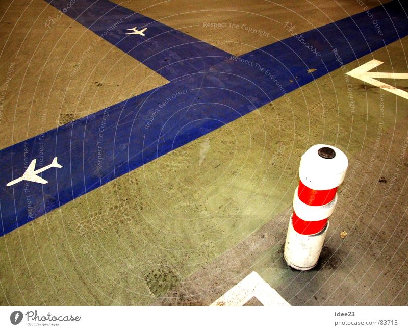 Blue Dirty Arrangement Airplane Floor covering Stripe Direction Graphic Orientation Aircraft Gangway Bollard Parking area Trend-setting Hangar Orientation marks