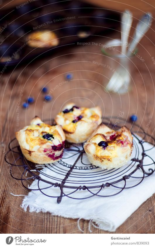 Food Food photograph Nutrition Sweet Cooking & Baking Delicious Cake Baked goods Dough Dessert Fork Wooden table Muffin Serviette Blueberry Tartlet