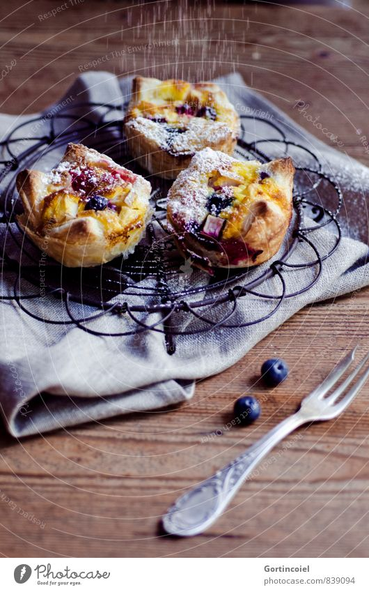 tart Food Dough Baked goods Cake Dessert Candy Nutrition To have a coffee Slow food Fork Delicious Sweet Muffin Tartlet Blueberry Confectioner`s sugar Napkin