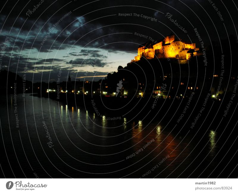 Burghausen Salzach Night Bavaria Austria Border Dark Light Long exposure Fortress Clouds Sky River Water Germany Castle