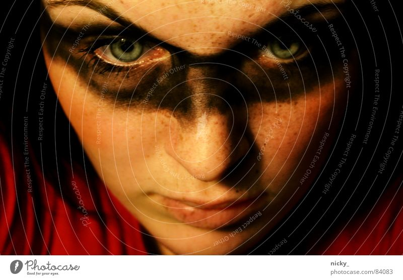 Woman Blue Face Black Eyes Gray Think Art Nose Painting (action, work) Statue Craft (trade) Evil To break (something) Freckles Criminal