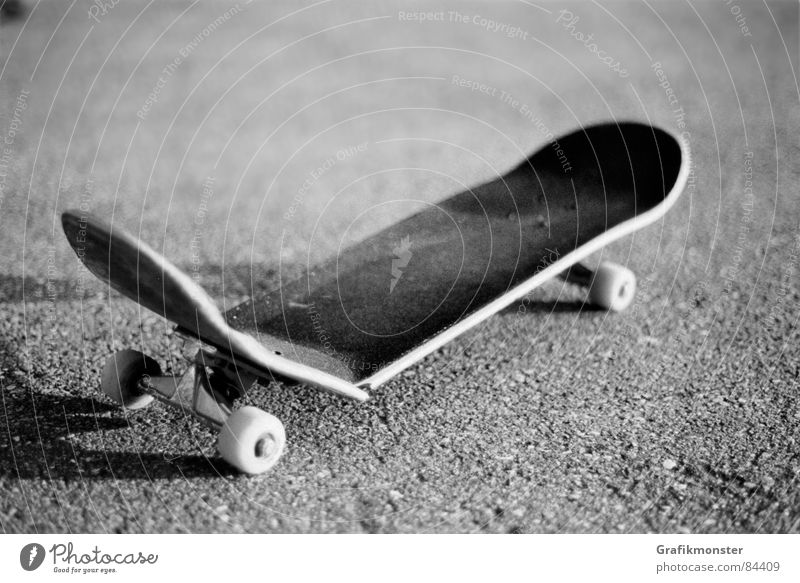 Broken Skateboarding Wooden board Completed Extreme sports Out of service