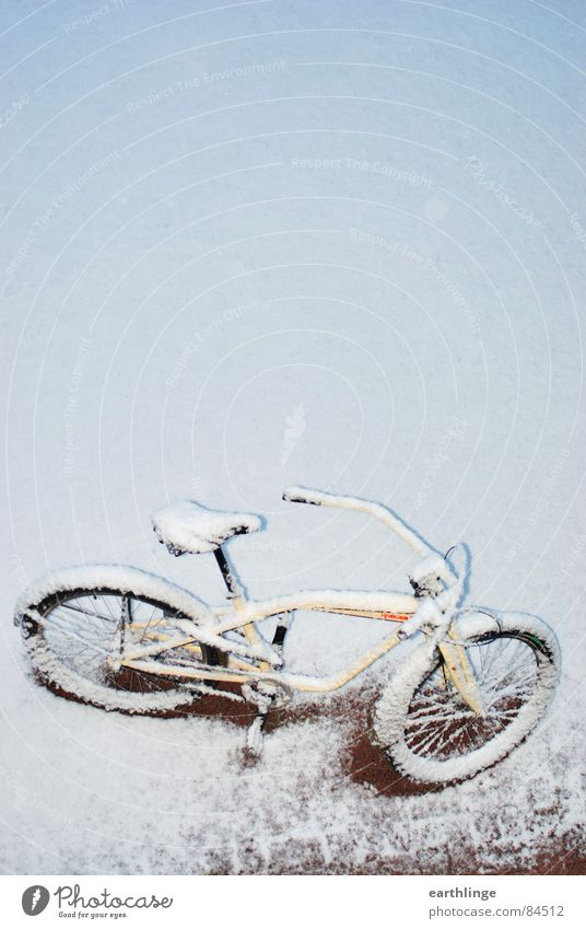 snow cruiser Cruiser Bicycle Virgin snow Beige Red Portrait format Surprise Pure Bright Cold Fresh Untouched Deserted Winter Transience Leisure and hobbies