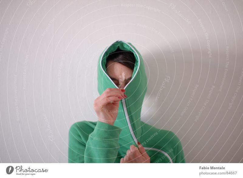 close / open (2/7) Fingernail Series of photos Close Undo Zipper green jacket Drainage