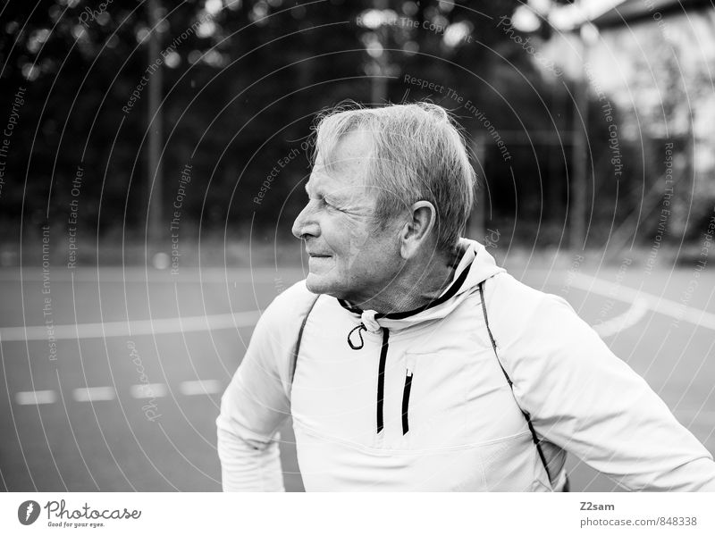 anticipation Lifestyle Healthy Vacation & Travel Masculine Male senior Man 60 years and older Senior citizen Sporting grounds Sportswear Blonde Short-haired