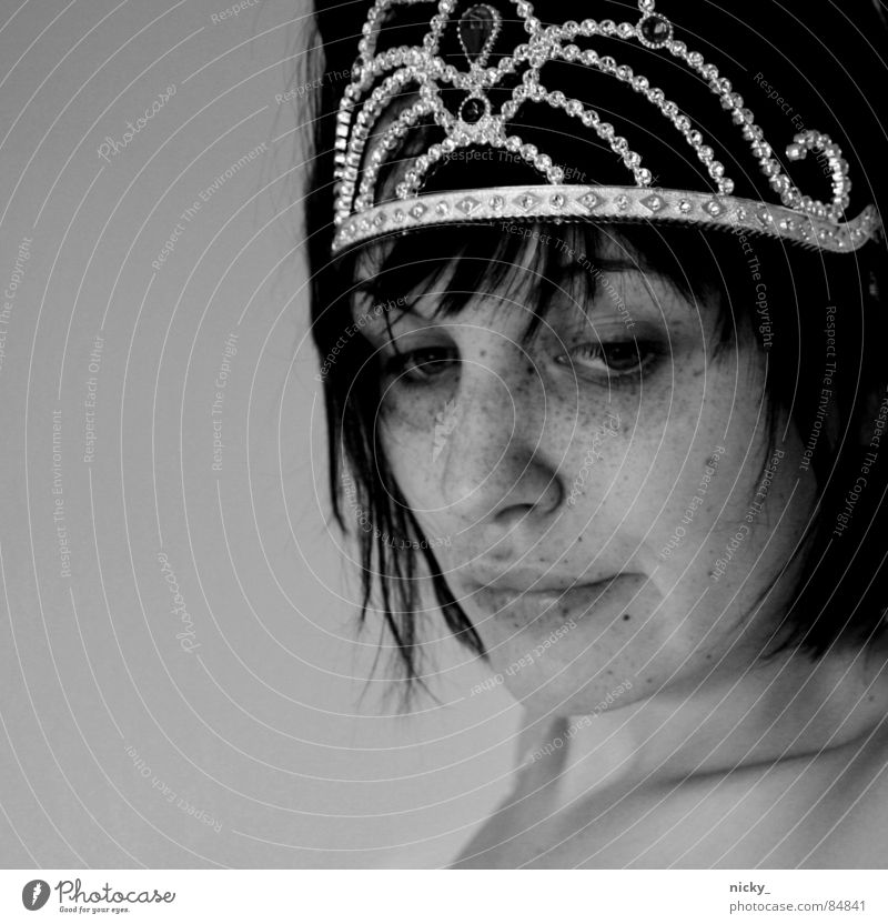 drama queen Portrait photograph King Woman Treetop crown face nicky silver black white naked eyes nose lips lonely alone Princess