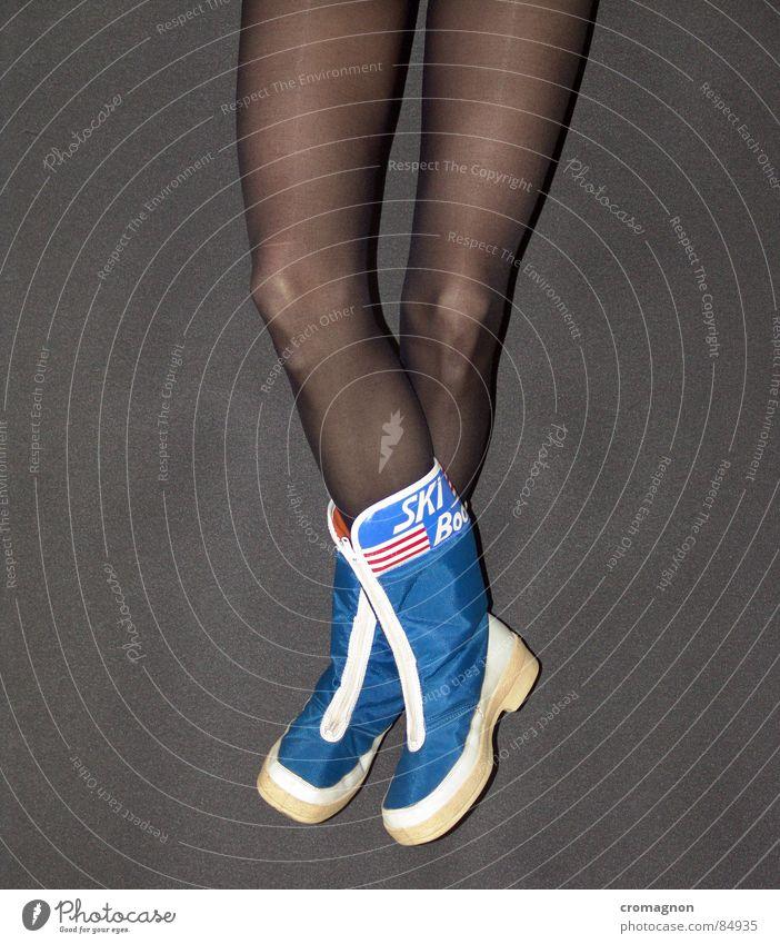 Just relegs ! Nylon Boots Après ski Relaxation Knee Calm Easygoing Flexible Alluring Serene Beautiful Cross stockings Legs lingerie easy Lie peaceful...