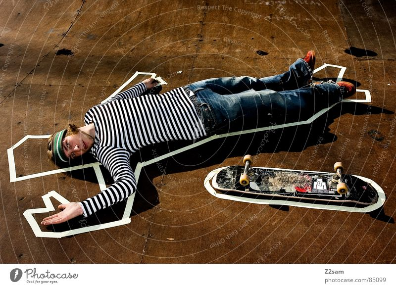 Human being Man Colour Death Wood Warmth Style Lighting Lie Floor covering Physics Skateboarding Barrier Wooden board Striped Easygoing