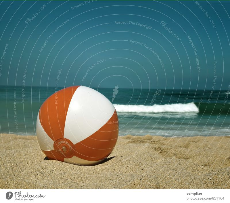 beach ball Vacation & Travel Tourism Freedom Summer Summer vacation Sun Beach Ocean Waves Swimming & Bathing Playing Sports Happiness Emotions Joy Happy Horizon