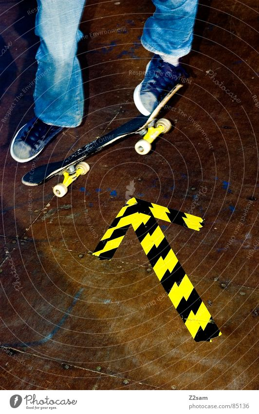 arrow - ollie 4c II Halfpipe Striped Pattern Wood Sports Skateboarding Style Easygoing Yellow Trick Stick Direction Compass point Footwear Jump Hop Action