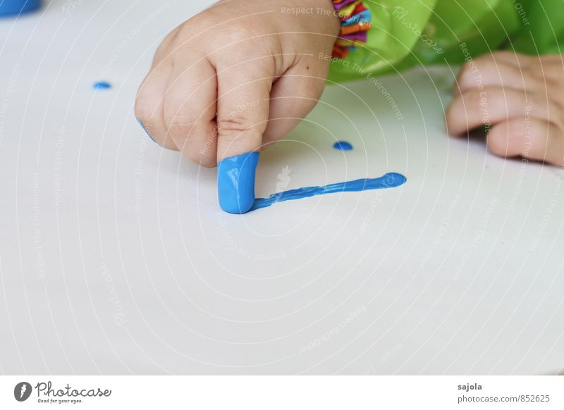spilling - the first stroke Leisure and hobbies Draw Human being Androgynous Child Toddler Hand Fingers 1 1 - 3 years Art Artist Painter Blue White Joy