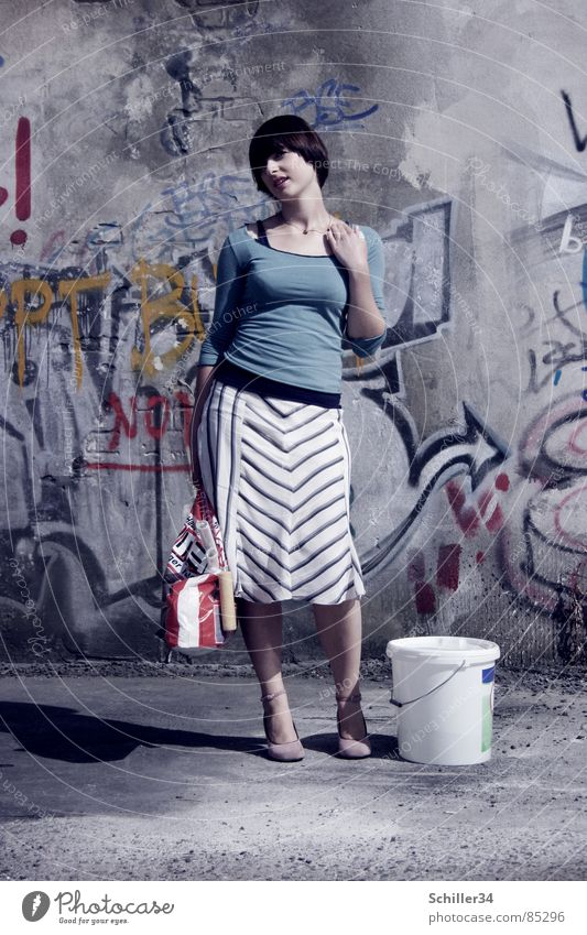 ANNA GOES PAINT Full-length Graffiti Woman Fresh Retro Hair and hairstyles Style Flexible Top Stripe Hand Think Portrait photograph Wall (building)