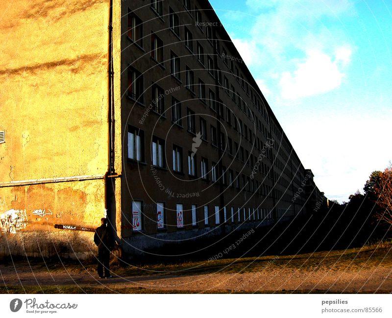 Sky Wall (building) Wall (barrier) Architecture Broken Construction site Derelict Historic Rügen Colossus Concrete block Prora