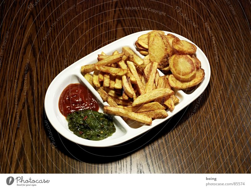 Nutrition Table Hot Gastronomy Plate Fat Meal Counter Fast food White crest Snack bar Dining hall French fries Ketchup Crisps Beer glass