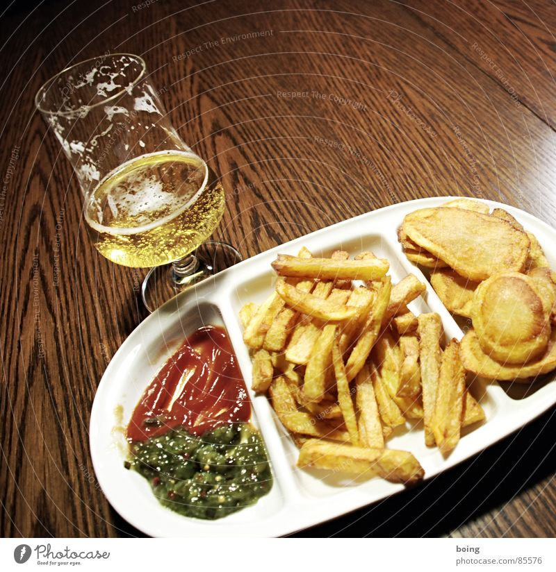 goldgelb™ recently in the tree house Mensa A2 Crisps Snack bar Beaker French fries Side dish Meal Beer Ketchup Portion Golden yellow Fat Hot White crest