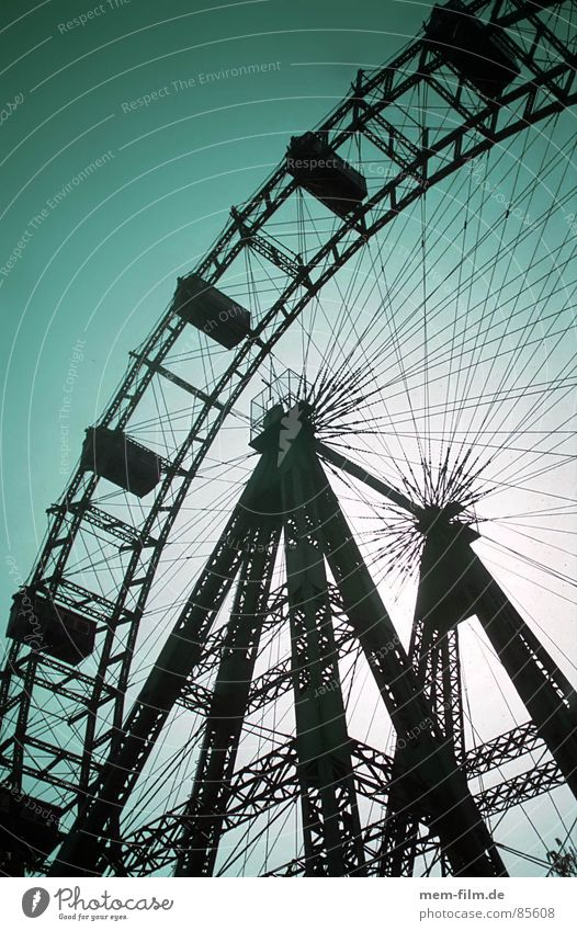 Sky Joy Playing Leisure and hobbies Trip Round Level Beautiful weather Vantage point To enjoy Fairs & Carnivals Enthusiasm Vienna Ferris wheel Iconic Review