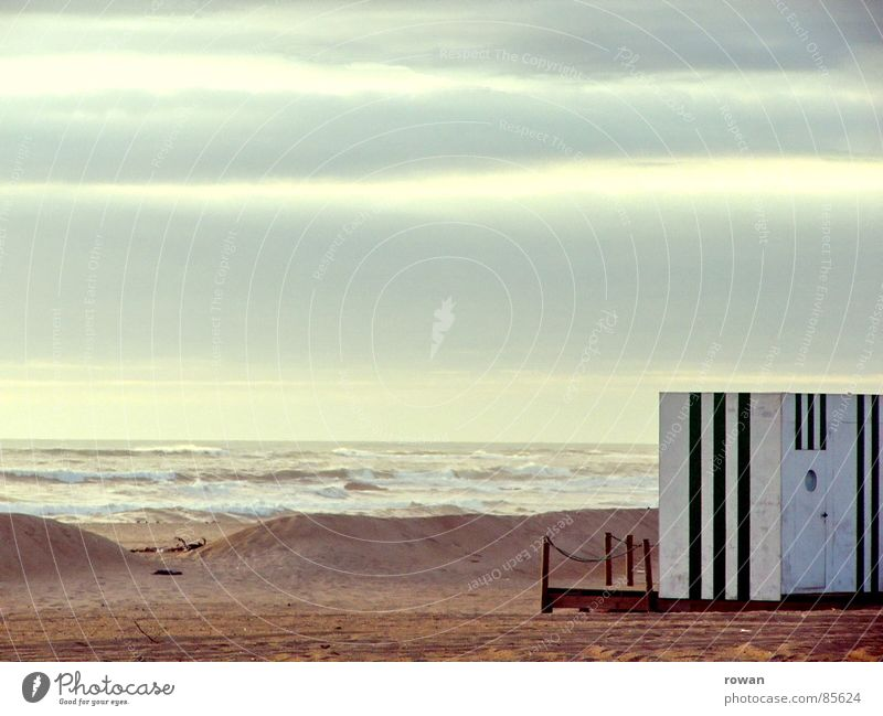 beach box Lake Ocean Waves Striped Extract Sunset Loneliness Evening Afternoon Crate Calm Clouds Remote Light heartedness Recklessness Bathing place Stationary