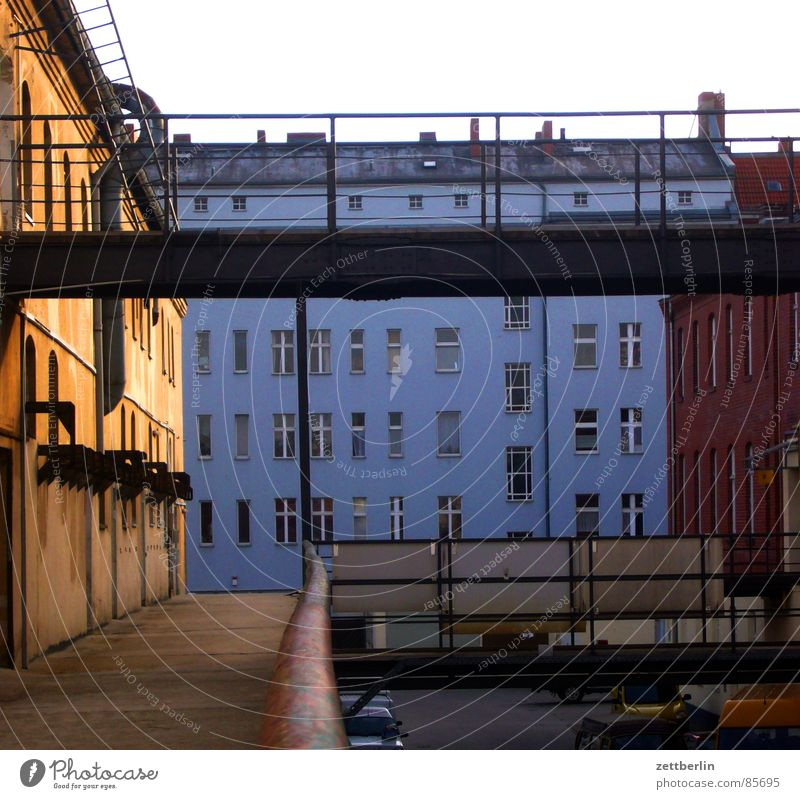 House (Residential Structure) Berlin Window Architecture Facade Bridge Craft (trade) Craftsperson Tenant Commerce Town house (City: Block of flats) Landlord