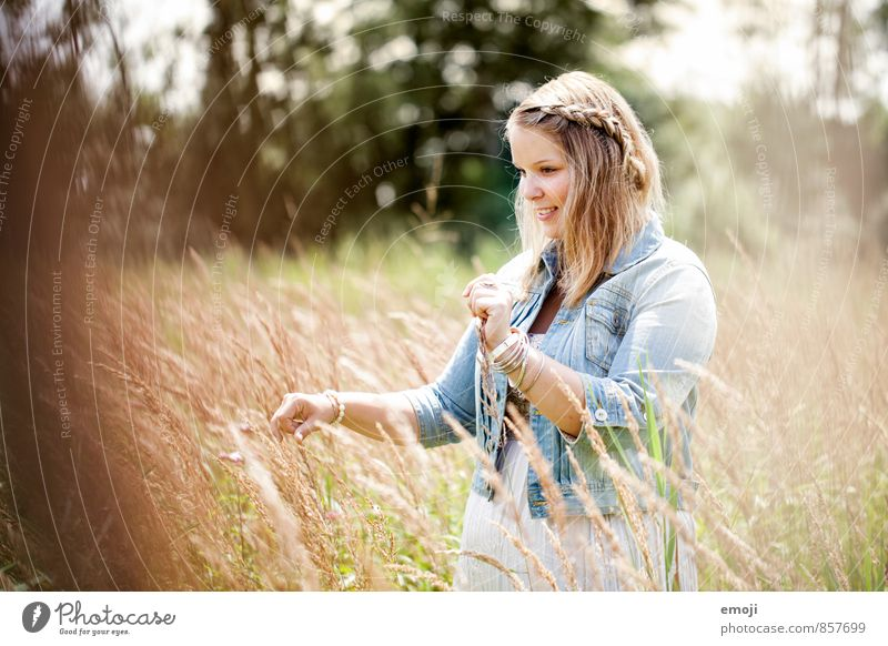 be. Feminine Young woman Youth (Young adults) 1 Human being 18 - 30 years Adults Nature Summer Beautiful weather Field Natural Happy Colour photo Exterior shot