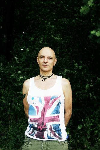in progress Adventure Man Adults 30 - 45 years Summer Bushes Park T-shirt Jewellery Bald or shaved head Flag Union Jack Punk rock Observe Stand Esthetic