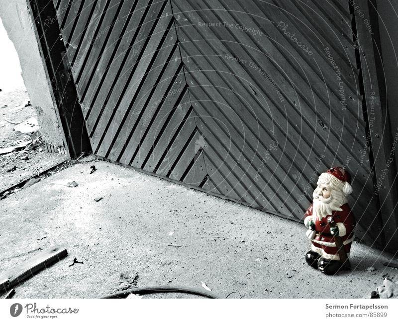 Christmas & Advent Red Loneliness Wood Garden Wall (barrier) Germany Door Floor covering Kitsch Derelict Trash Hotel Santa Claus Gate Decline