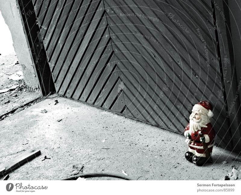 Last Man Standing Garden gnome Frame Hotel Dwarf Santa Claus Holy Red Pottery Remainder Icons Decline Tin Wall (barrier) Wood Ruin Scrap metal Trash Annihilate