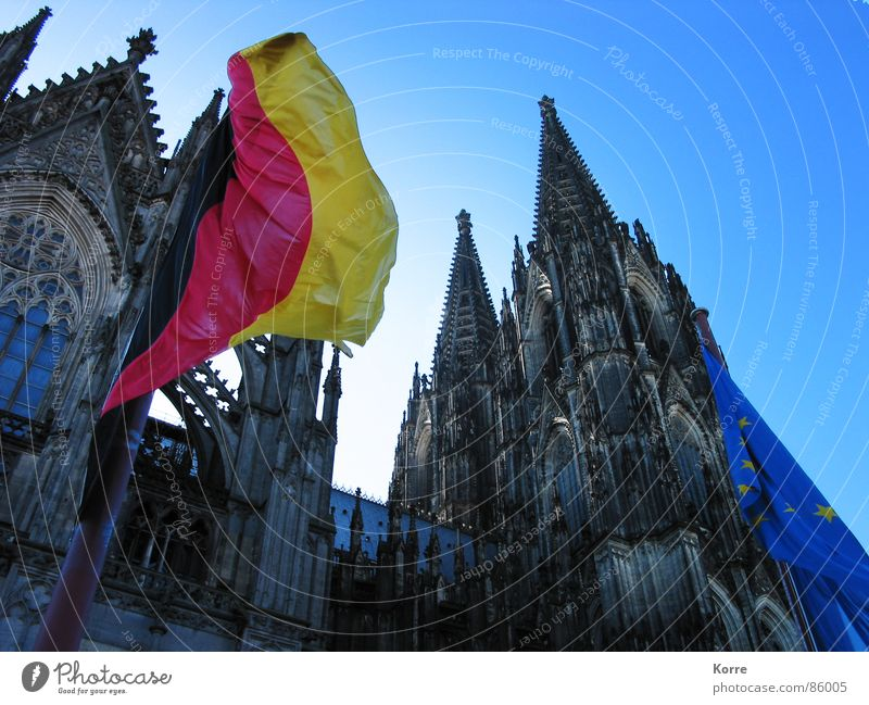 outlast times Worm's-eye view Summer Sun Wind Dome Landmark Flag Historic Society Religion and faith Politics and state Gothic period Cologne Cathedral