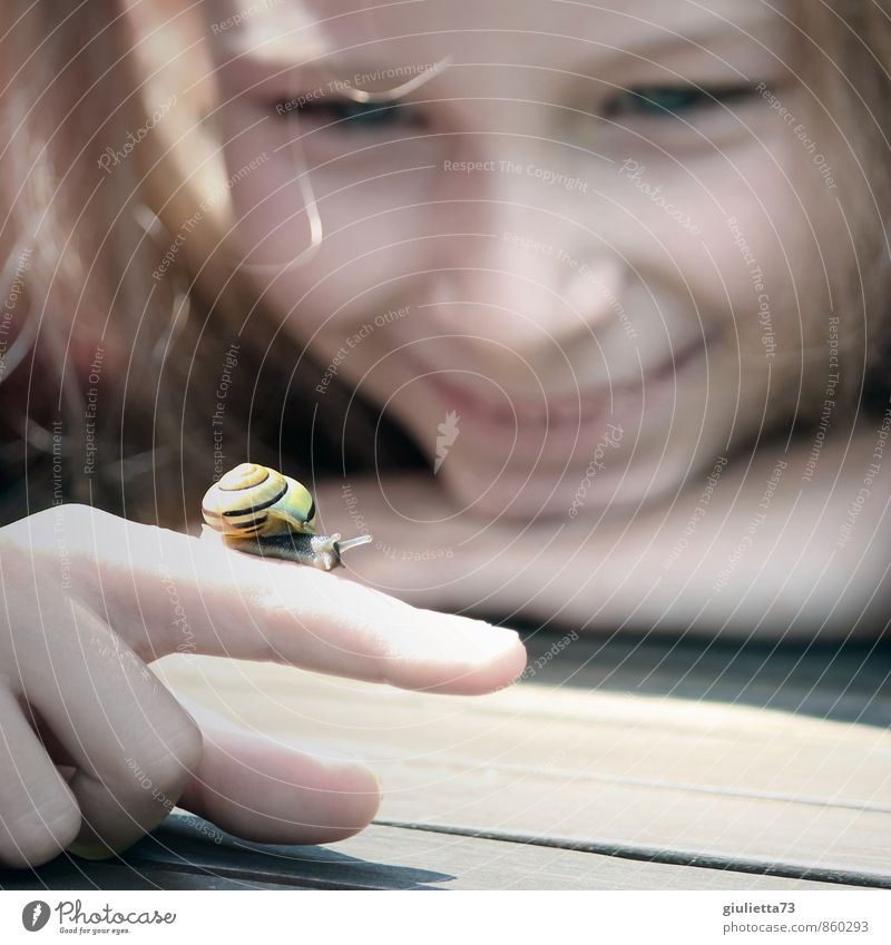 Little new girlfriend Happy Contentment Relaxation Playing Children's game Girl Infancy Fingers 1 Human being 8 - 13 years Summer Garden Animal Snail Observe